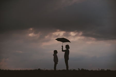 Depresje, samobójstwa, wykluczenie i przemoc w trudnym świecie dziecka.